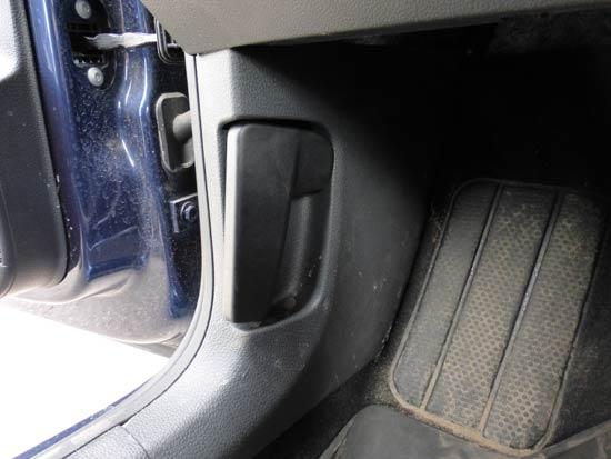 фольксваген поло седанрычаг под капотом
